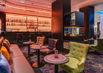 Park Inn by Radisson Koeln City West Bar mit Tischen